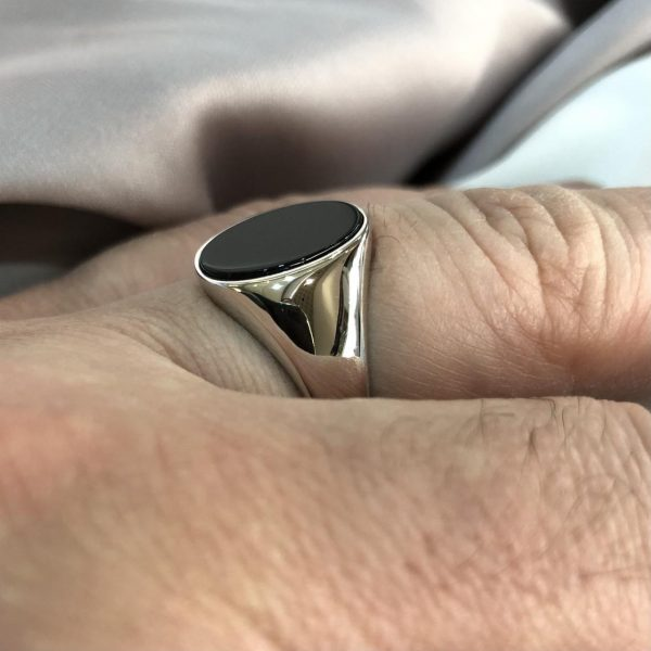 Silver Men's Oval Black Onix Plain Sides Signet Ring O-T Sizes - Gift Boxed 1